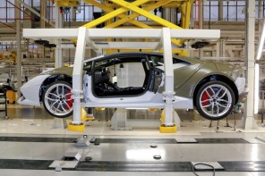 Building the Lamborghini Huracan