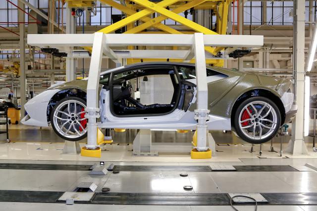 Building the Lamborghini Huracan
