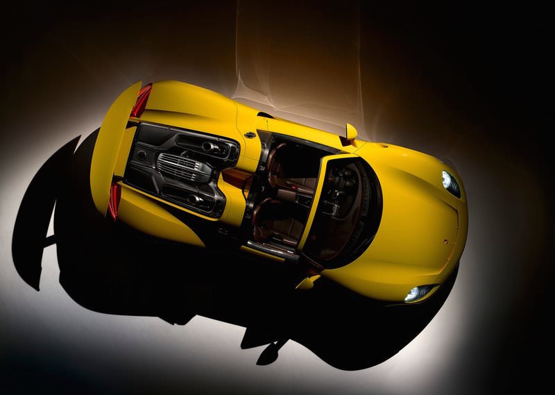 Complete Idiot Crashes Porsche 918 Spyder